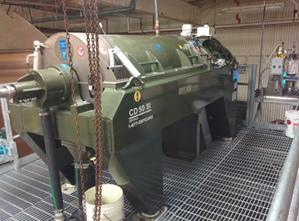 Decanter centrifuge installation